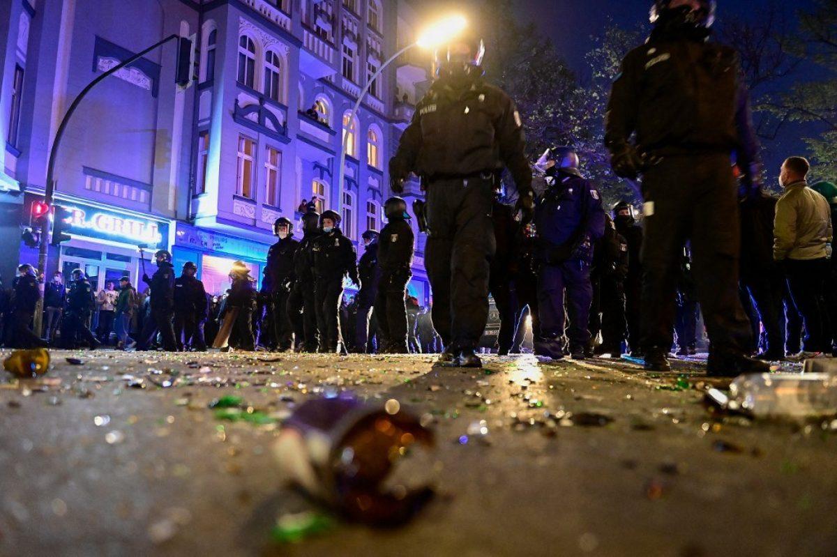 Casi 100 policías heridos y más de 300 detenidos el 1 de mayo en Berlín