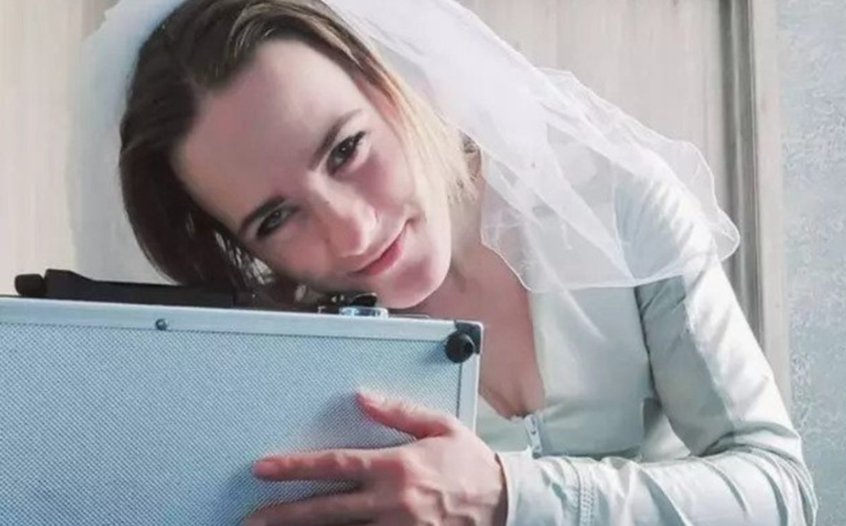 Un mujer dejó a su pareja para contraer matrimonio con un maletín