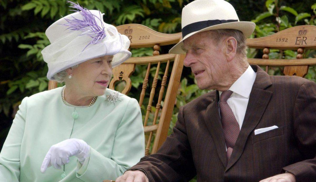 El esposo de la reina Isabel trasladado nuevamente de hospital en Londres