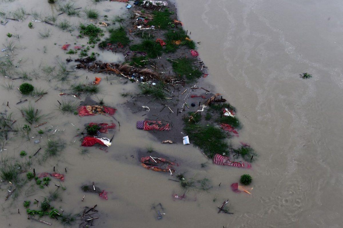 India: cientos de cadáveres aparecen flotando por crecida del río