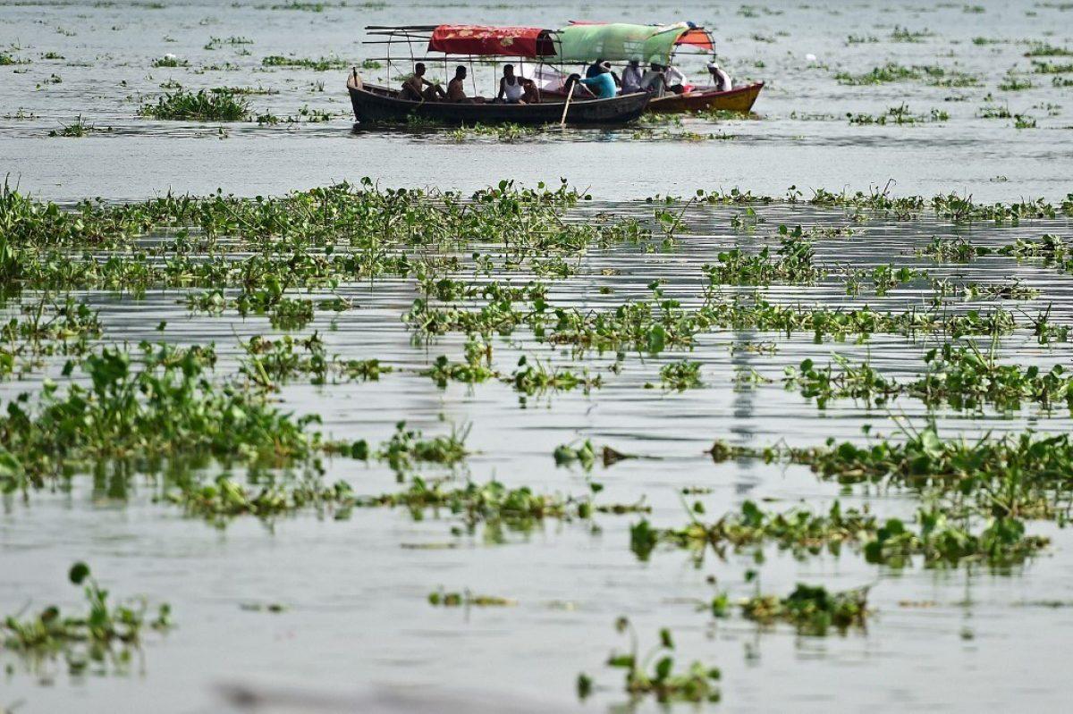 Una bebé hallada en una caja flotando en el río Ganges