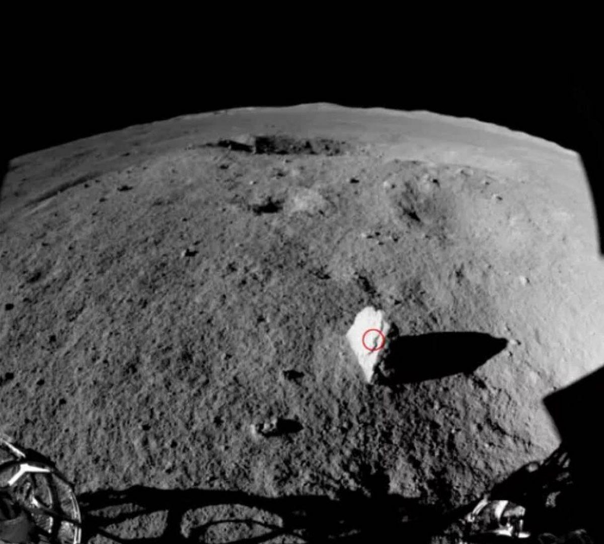 China descubre una extraña roca en el lado oculto de la Luna