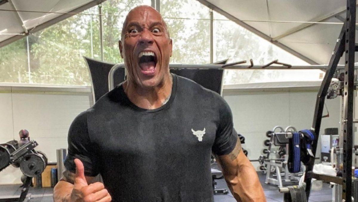 """Dwayne """"La Roca"""" Johnson sangra tras sufrir corte en su cara y su reacción se viraliza"""