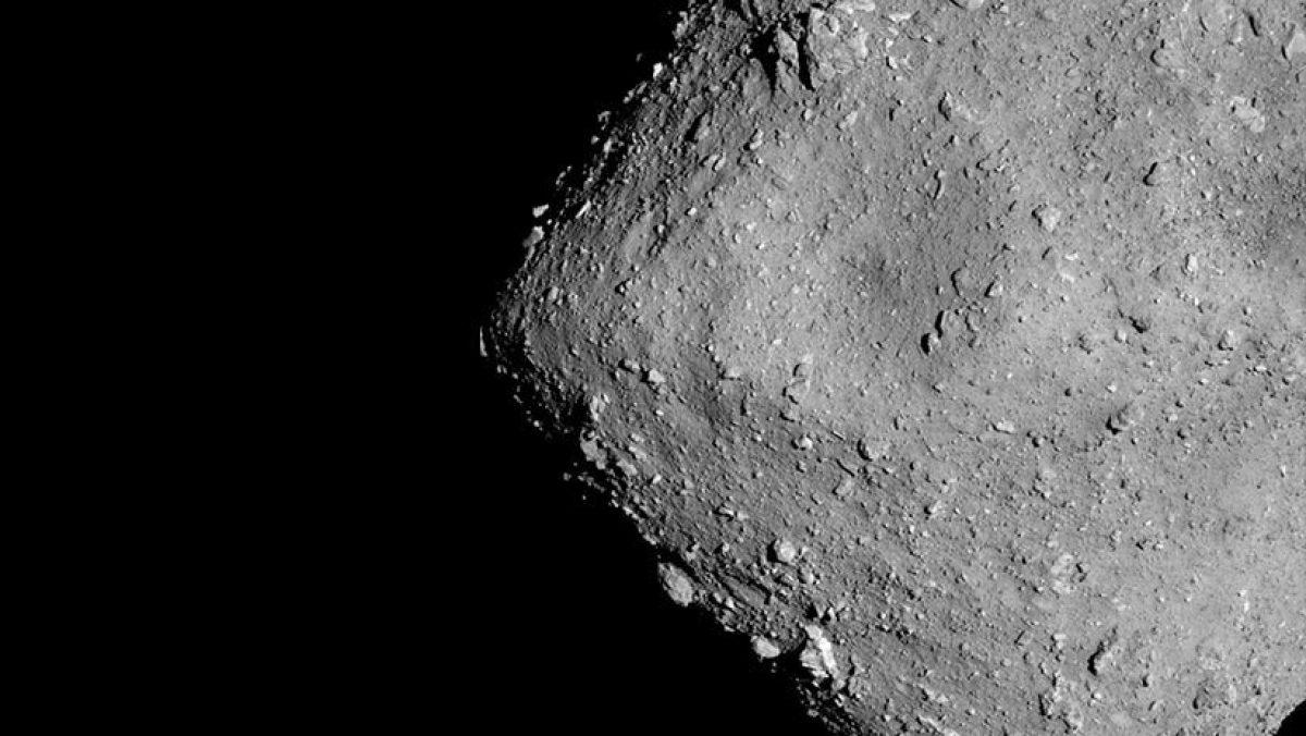 Encuentran un misterioso objeto artificial entre muestras del asteroide Ryugu
