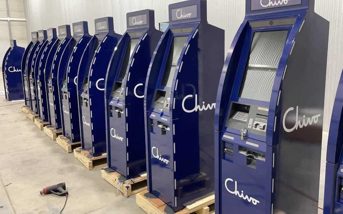 El Salvador comienza a instalar 200 cajeros automáticos de bitcóin