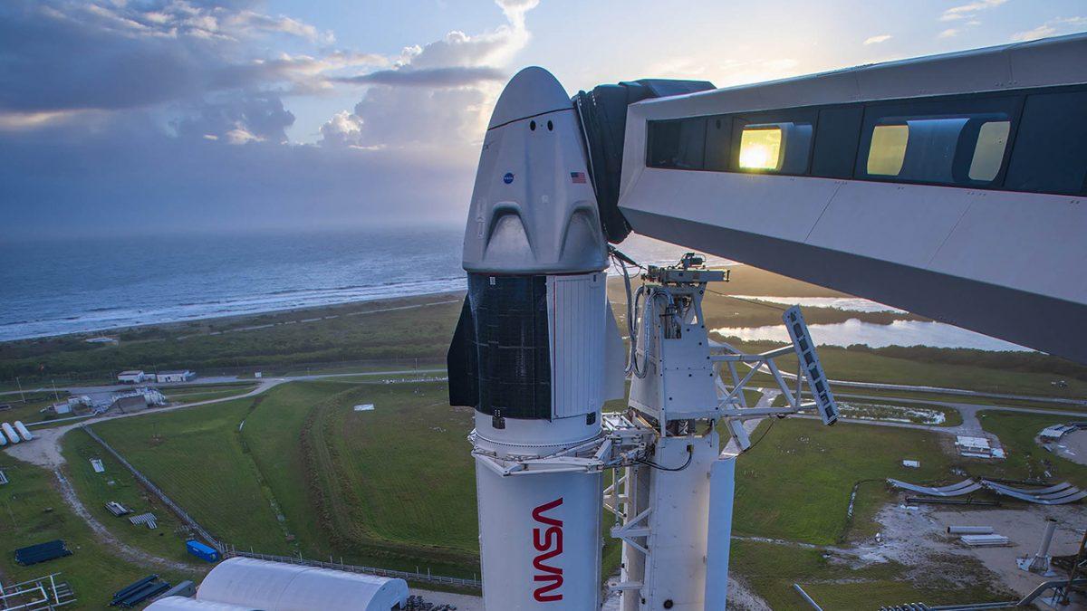 Lanzamiento de SpaceX con tras astronautas fue pospuesto al domingo
