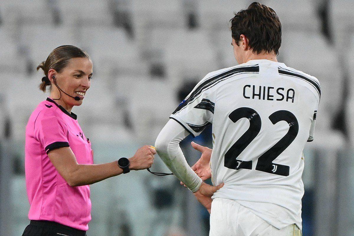 Stéphanie Frappart es la primera mujer en arbitrar un partido de la Champions League