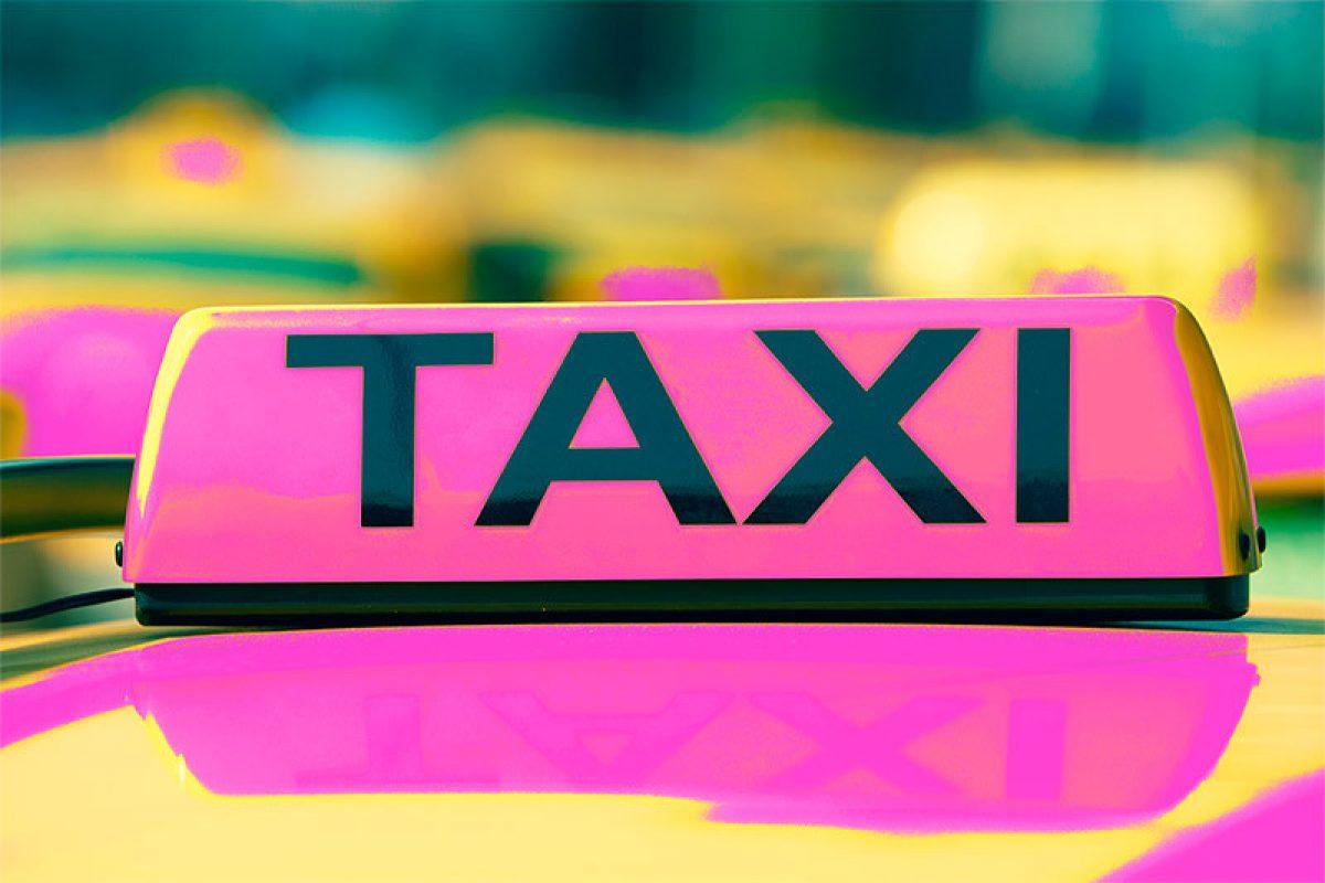 Crean servicio exclusivo de taxis para mujeres en Guayaquil