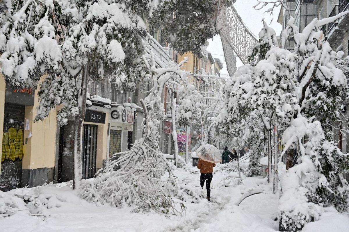 FOTOS: Una tormenta de nieve siembra el caos en España