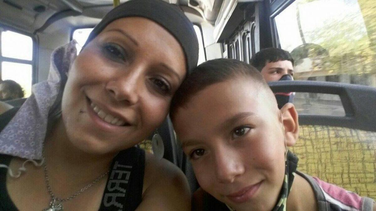 Mujer con cáncer de mama y huesos queda en la calle con su esposo y tres hijos por desalojo