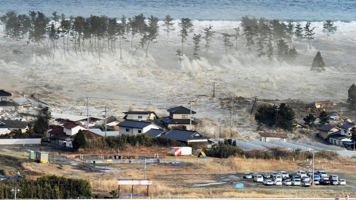 Una barca de pesca arrastrada por el tsunami de 2011 vuelve a las costas de Japón casi 10 años después