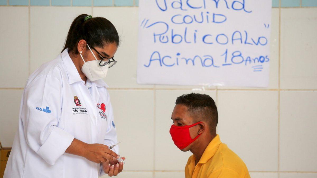 Más de 150 personas, entre ellas 33 niños y una embarazada, son vacunadas por error contra el covid-19 en Brasil