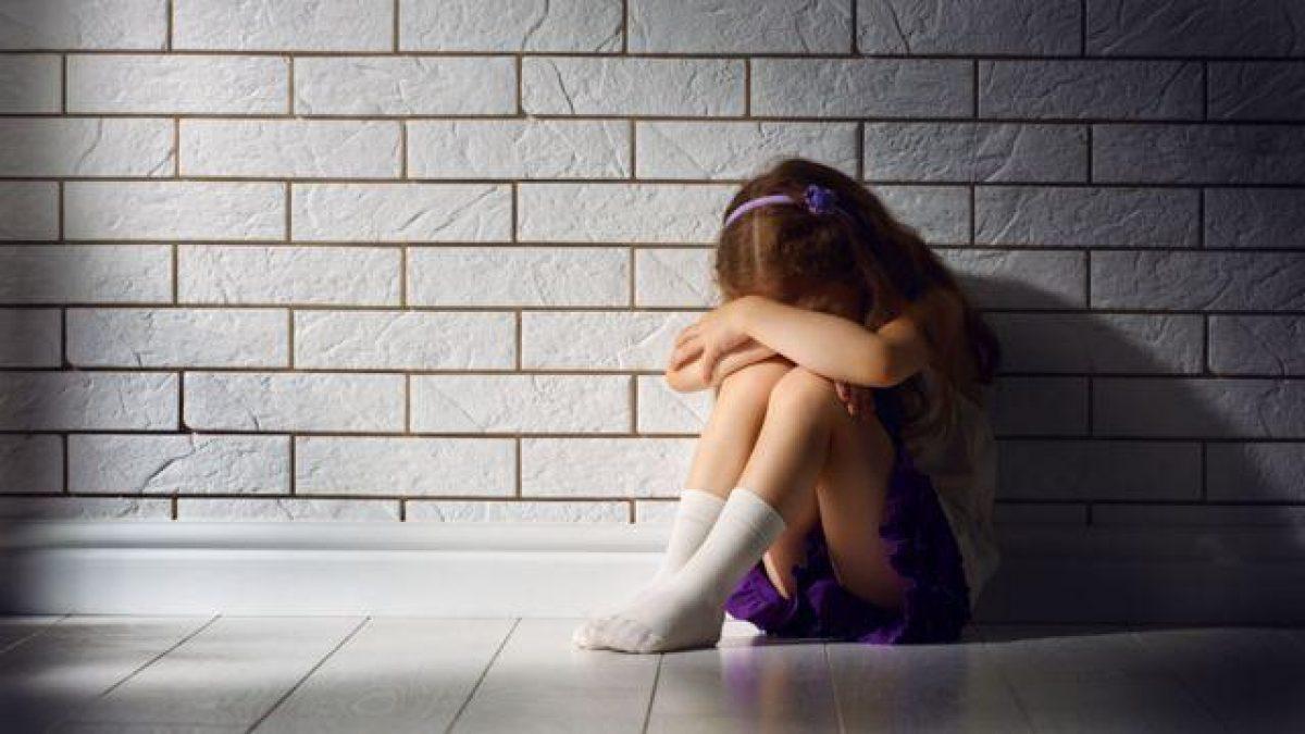 Un hombre viola a su hija y finge su secuestro, grabándola amordazada y desnuda, para pedir un rescate
