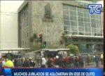 VIDEO | Muchos jubilados se aglomeran en las afueras del IESS, Quito