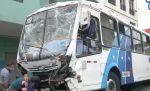 VIDEO | En menos de 10 minutos, tres buses de transporte público causaron accidentes de tránsito en el centro de Guayaquil