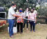 En Guayas, mujeres reciben motobombas para limpieza de cultivos