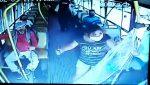 VIDEO | Le pidió a la pasajera que se ponga la mascarilla y ella lo acuchilló