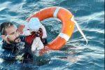 """""""Estaba helado, frío, no gesticulaba"""": así rescataron un bebé de dos meses en el mar"""