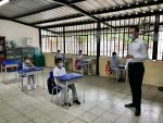Detectan 21 casos de covid-19 en el retorno a clases presenciales en Ecuador