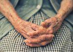 Covid-19 provoca la muerte de 26 ancianos, luego de una visita de Papá Noel