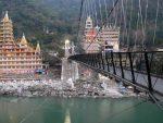 Detienen a una mujer por grabarse medio desnuda en un puente sagrado de India