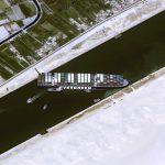 Carguero encallado en el canal de Suez le está costando 400 millones de dólares por hora a la economía global