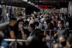 """Alcalde brasileño dice que abrirá el comercio """"muera quien muera"""""""