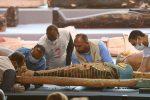 FOTOS: Egipto presentó  100 sarcófagos intactos con más de 2.000 años de antigüedad