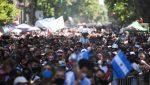VIDEO | Incidentes, corridas y balazos en las inmediaciones de la Casa Rosada por el cierre de la fila para despedir a Maradona