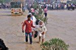 Casi 200 muertos en India y Nepal por fuertes lluvias