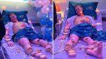 """Foto viral: Un """"paciente"""" que sonríe mientras es rebanado y comido en una cama de hospital"""