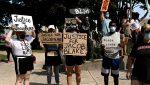 VIDEO |  Un manifestante apunta a un periodista con una pistola durante una protesta