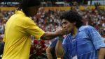 Ronaldinho podría volver a jugar fútbol de la mano de Maradona