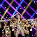 Shakira está subastando la chaqueta dorada que usó en el Súper Bowl: Entérate cuánto han ofrecido