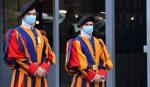 Cuatro guardias suizos del Vaticano dieron positivo a Covid-19